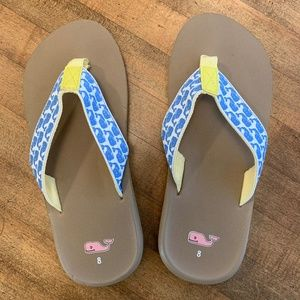0aefbec5e459 Vineyard Vines - Whale classic flip flop sandals